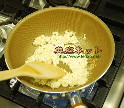 豆腐を炒める