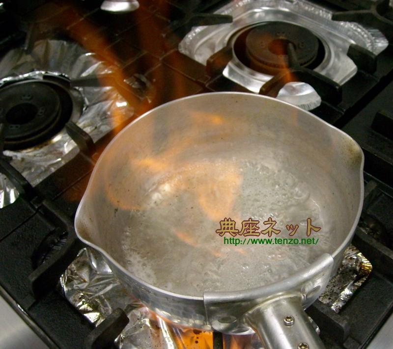 鍋で酒を加熱